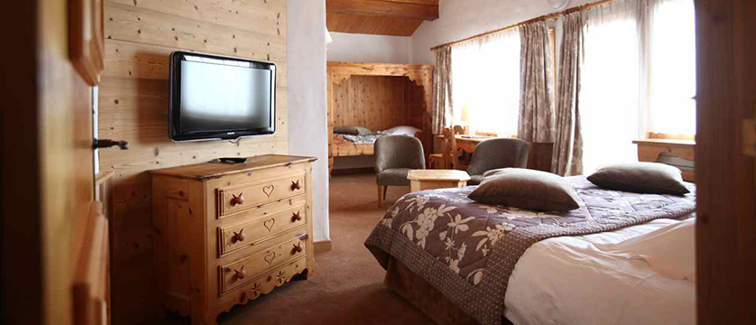 france_three-valleys-ski-area_courchevel_hotel_Les-Ducs-de-Savoie_large-bedroom2.jpg